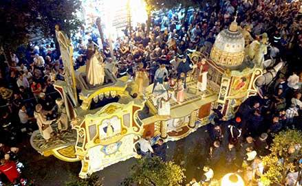 Il carro trionfale della Madonna della Bruna a Matera